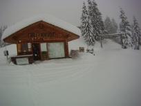 Chalet sous la neige