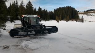 Dameuse dans la psite de ski de fond des Crulets