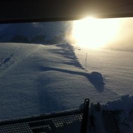 Damage du matin, les pistes de ski de fond soufflées par le vent.