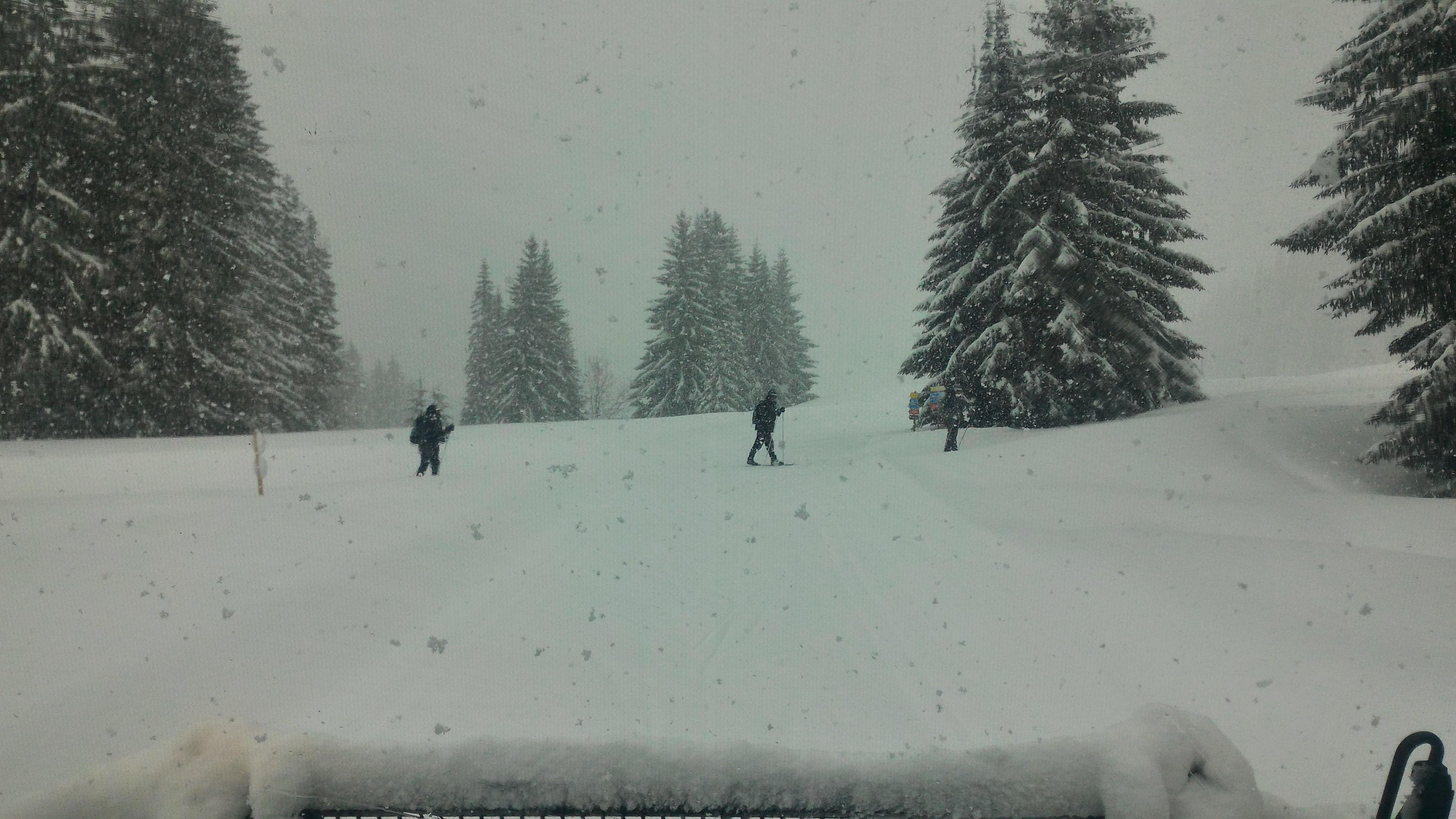 Skieurs dans la montée du Nant.